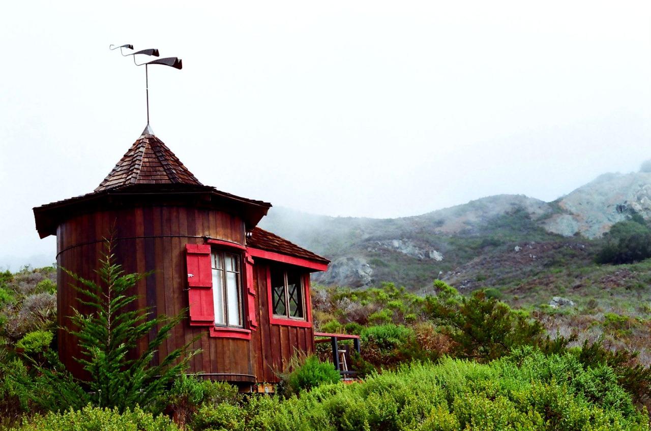 Cabinporn le site pour mater des cabanes perdues dans la for Big sur cabin e campeggi